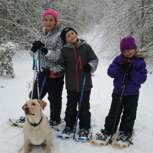 kids snowshoeing with lab